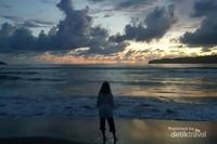 Senja di Pantai Watu Karung