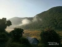 Gugusan Gunung Menambah Pesona Alun-alun Surya Kencana