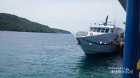Kapal yang siap melayani pengunjung ke Kota Sabang