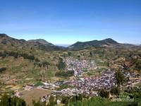 Pemukiman Lereng Gunung Prau