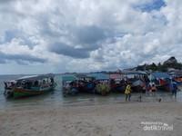 Mendarat di pulau Lengkuas Belitung.