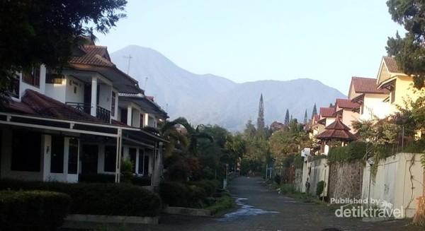 Deretan vila di kawasan Puncak