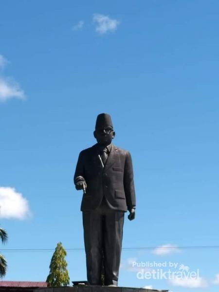 Patung Bung Hatta, di Depan Kamp Boven Digoel