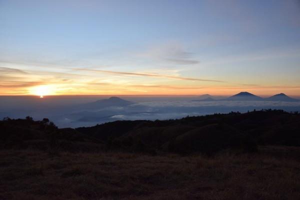 Pagi hari di puncak Prau