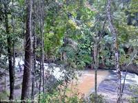 air terjun Kandua Raya sangat panjang dan luas.