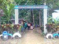 dari loket pintu masuk, wisatawan harus berjalan kaki atau mengendarai kendaraan roda 2 sejauh 1 kilometer.