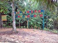 setelah trekking sejauh 1 kilometer di tengah hutan alami beroksigen tinggi, sampailah di landmark Air terjun kandua raya. ada warung dan kamar mandi bagi pengunjung.