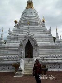 Stupa di wat Dokkam.
