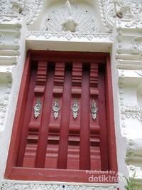 Salah satu dinding di Kuil Dokkam.