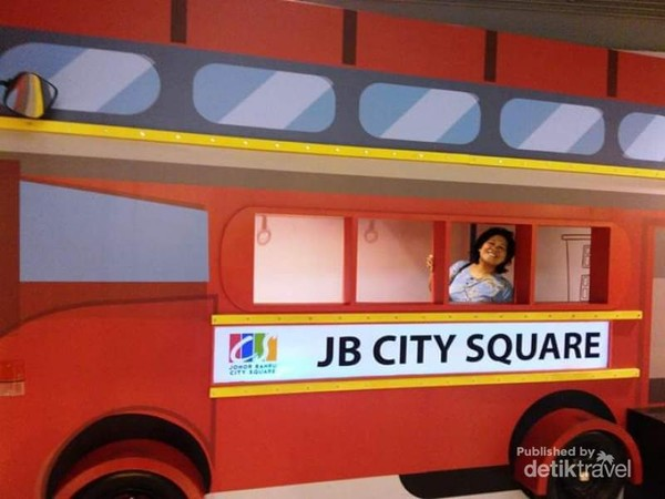 Lukisan bus 3 demensi di JB City Square