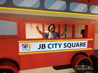 Replika bus wisata JB City Square