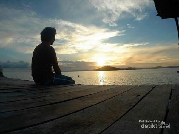 matahari terbit dari dermaga bolilanga resort