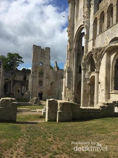 Romantisme Reruntuhan Abbaye de Jumieges