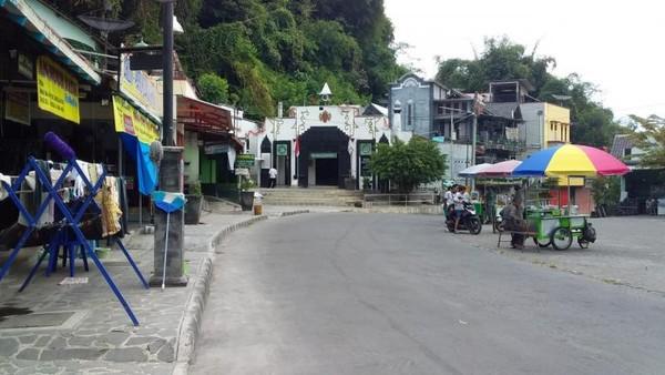Suasana tempat Wisata Religi Gunung Pring