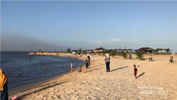 Pemandangan Pantai Koneng.
