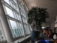 Salah satu sudut ruang tunggu bandara Incheon.
