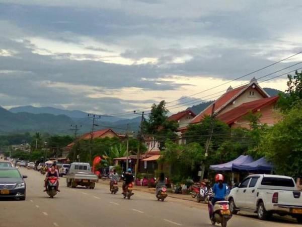 Keindahan Kota Luang Prabang yang dikelilingi bukit Phu Si.