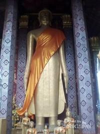 Patung Buddha di dinding Kuil Senshoukaram.