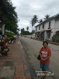 Jalan menuju Wat Senshoukaram.