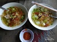 Sarapan pagi mie sup di Nam Ou riverside.