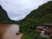 Aliran sungai Nam Ou yang tenang.