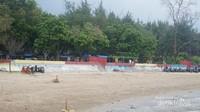 Warung-warung di tepi pantai