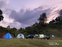 Banyak spot mendirikan tenda dengan beragam pilhan kontur