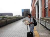 Mencara jalan dan bersiap menjelajah Kota Nara berbekal selembar peta kota.