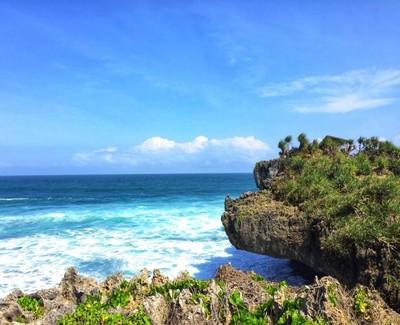 Akhir Pekan di Gunungkidul, Coba Bersepeda di Pantai Krakal