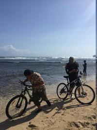 Bersepeda di Pantai Krakal