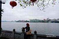 Cha Tran Quoc Pagoda, yaitu kuil tertua di kota Hanoi