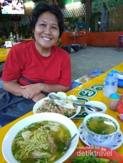 Kuliner di Pasar Tradisional Luang Prabang, Laos