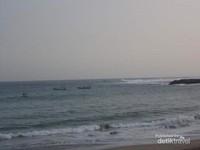 Ketika ombak Pantai Tambak Rejo tak begitu besar.