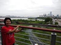 Pemandangan sungai Han dan jalan berkelok kota Seoul.