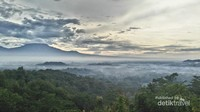 Pemandangan Matahari Terbit di Punthuk Setumbu