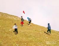 Saat berjalan menuju puncak