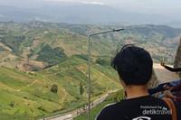 Akses pejalan kaki menuju Bukit Panyaweuyan untuk mendapatkan spot terbaik.