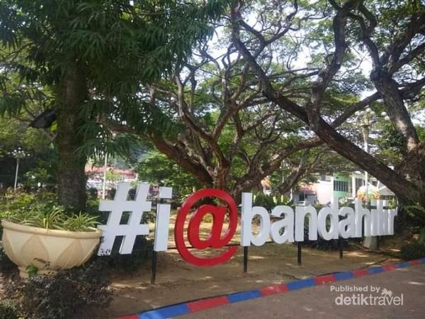 Taman Bunga Merdeka Melaka terletak di Bandar Hilir Melaka.