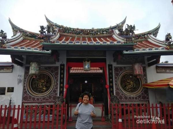 Pintu masuk kuil Guan Yin.