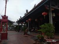 Bangunan tempat ibadah di Kuil Guan Yin.