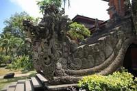 Ukiran di Taman Budaya Bali memang dangat detail dan apik.