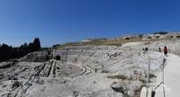 Teatro Greco (Teater Yunani). Di bangun abad ke 5 SM dengan 59 baris yang bisa menampung 15.000 orang