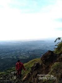 Pos 4 Gunung Sindoro berada di ketinggian 2838 MDPL.