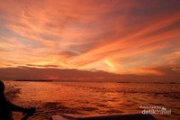 Sunset yang muncul sekitar pukul setengah 6 sore