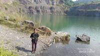 Danau ini mempunyai kedalaman 27 meter.