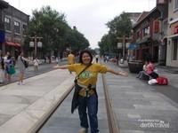 Bebas begaya di Jalan Qianmen.