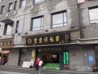 Potret pusat perbelanjaan di Jalan Qianmen.