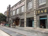 Jajaran pertokoan di Jalan Qianmen.
