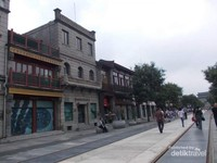 Jajaran bangunan di Jalan Qianmen