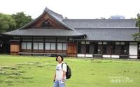 Sebuah Bangunan yang terletak di Taman Istana Osaka.